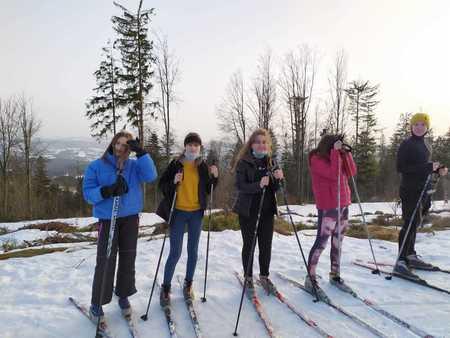 5 dziewczyn na nartach biegowych (kliknięcie spowoduje powiększenie obrazu)