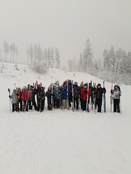 zdjęcie grupowe uczestników zajęć narciarskich - Kubalonka (kliknięcie spowoduje powiększenie obrazu)