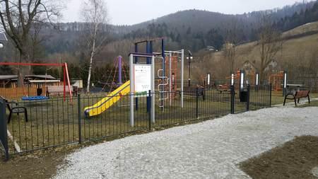 Plac zabaw w Brennej Leśnica (kliknięcie spowoduje powiększenie obrazu)